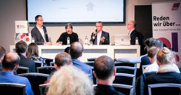 Stephan Kuserau (OSRAM), Wolf Schröter, Thomas Wetzel (OSRAM) und Oliver Suchy (DGB): Fachleute im Austausch über Digitalisierung und Mitbestimmung bei der LABOR.A 2019