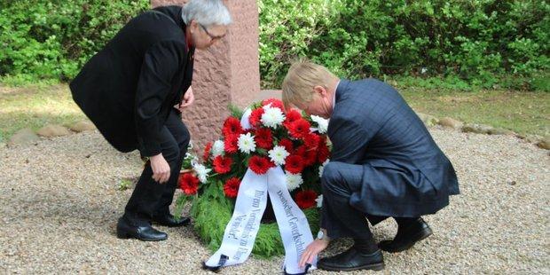 Die stellvertretende DGB-Vorsitzende Elke Hannack und der DGB-Vorsitzende Reiner Hoffmann am 6. Mai in der Gedenkstätte Sachsenhausen