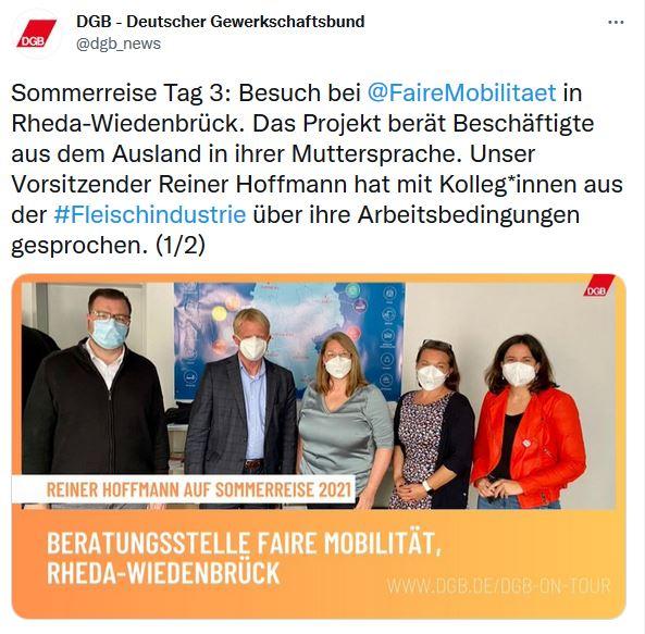 Foto von Reiner Hoffmann auf der Sommerreise 2021. Gruppenbild mit dem DGB-Vorsitzenden Reiner Hoffmann und den Kolleg*innen des DGB-Projekts Faire Mobilität in Rheda-Wiedenbrück.