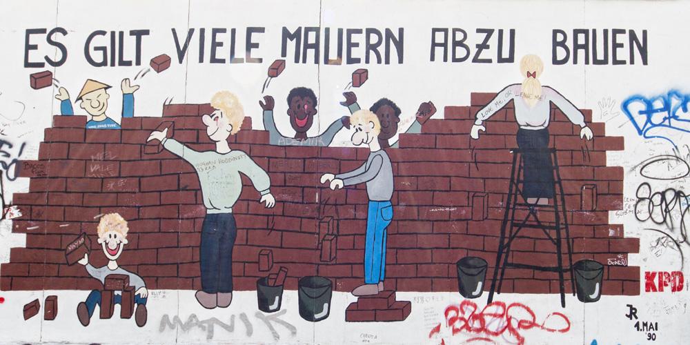 Mauernabbauen Motiv East-Side-Gallery
