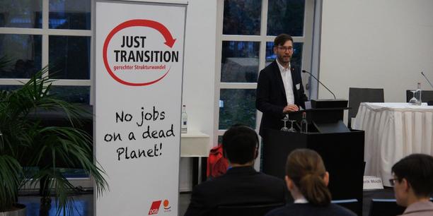 """Frederik Moch auf der Veranstaltung """"No Jobs on a Dead Planet!"""""""
