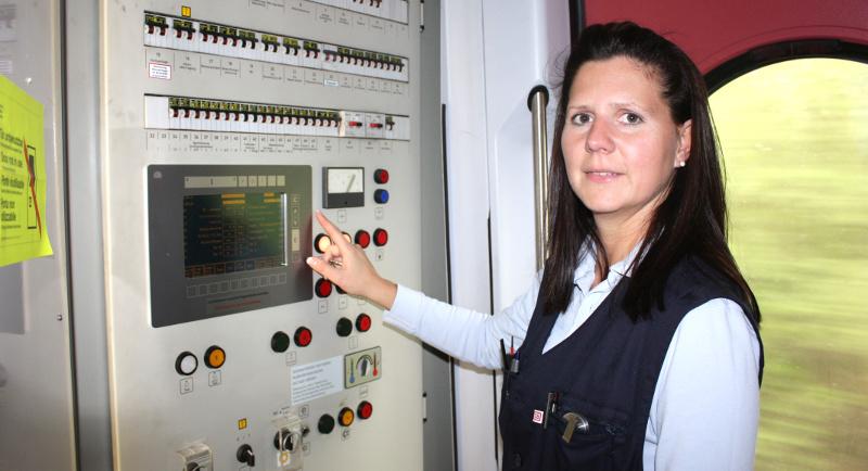 Zugführerin im Regionalzug der Bahn AG