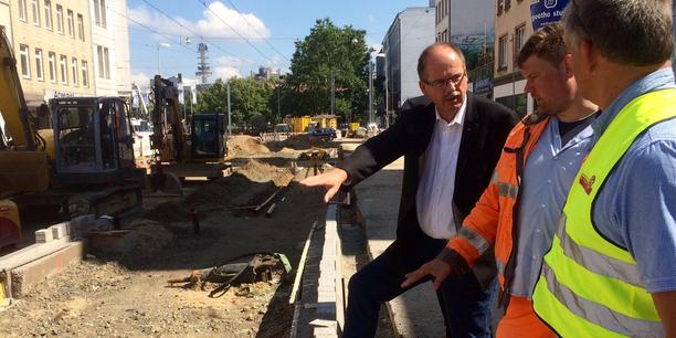 Stefan Körzell mit STRABAG Kollegen auf der Baustelle Hannover Steintor