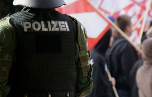 Polizist auf Demonstration