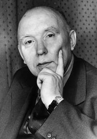 Portrait von Walter Freitag. Blick in die Kamera, den Kopf in die Hand sützend.