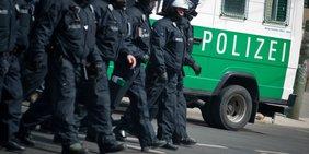 Polizisten auf Demonstration