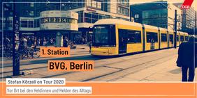 Tourankündigung Station 1 BVG mit Bild Straßenbahn Berlin Alexanderplatz Weltzeituhr
