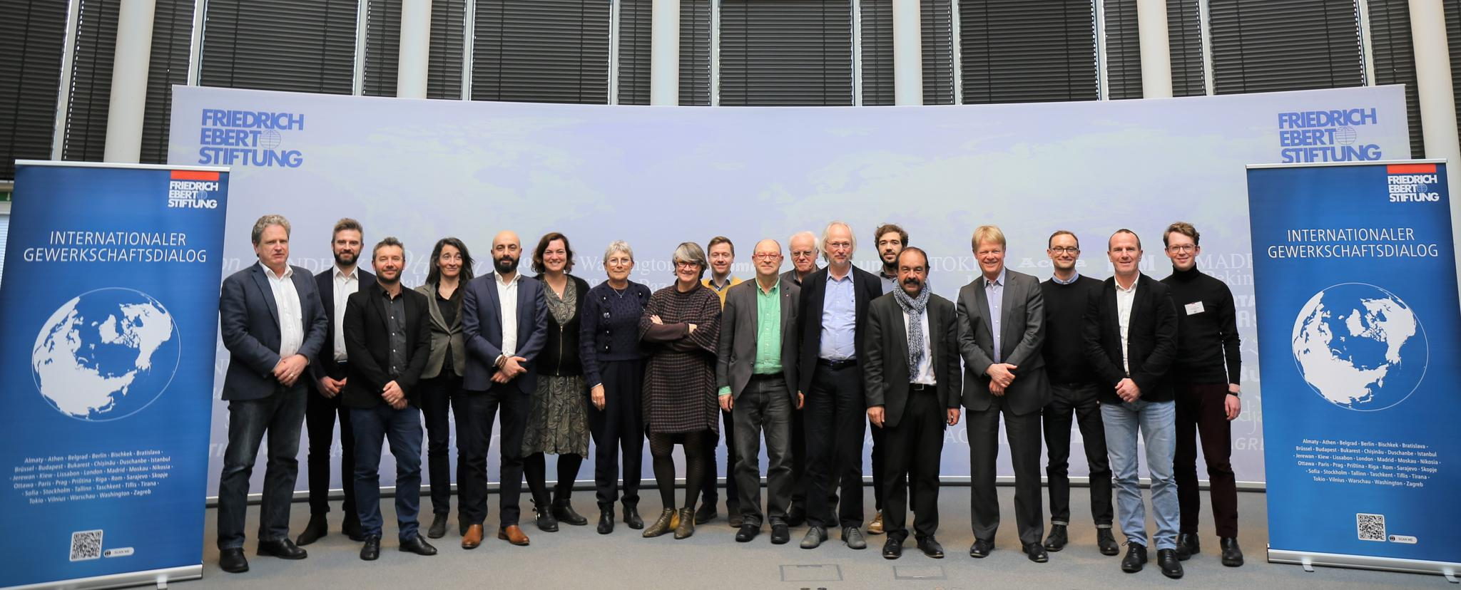 Gruppenbild mit den des 10. Deutsch-Französischen Gewerkschaftsforums in Berlin