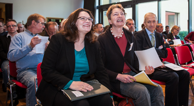 Bundesarbeitsministerin Andrea Nahles, Vorstandsmitglied Annelie Buntenbach