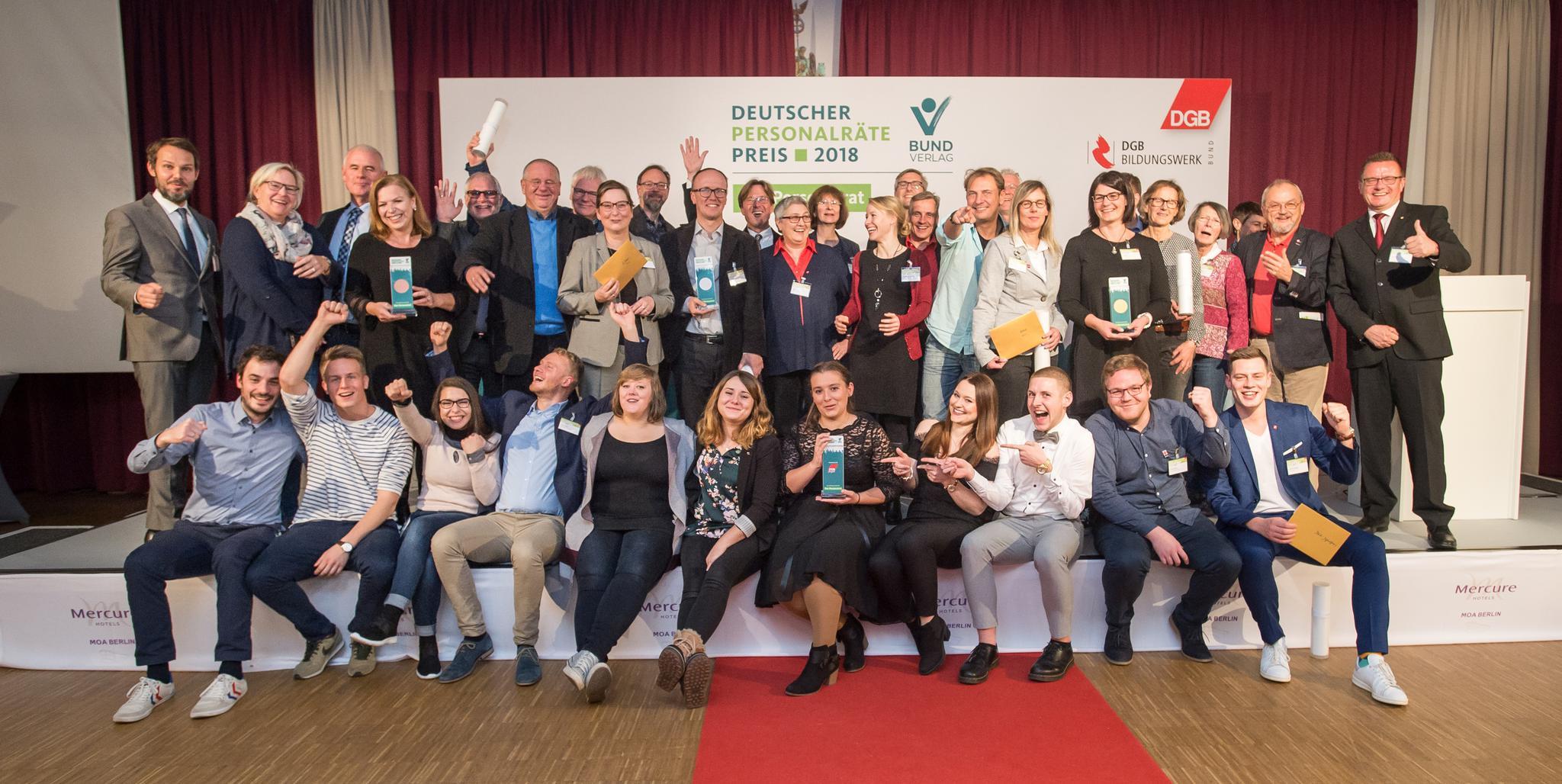 Gruppenfoto alle Teilnehmerinnen und Teilnehmer des Deutschen Personalrätepreises