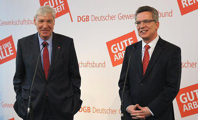 DGB-Vorsitzender Michael Sommer, Bundesverteidungsminister Thomas de Maizière
