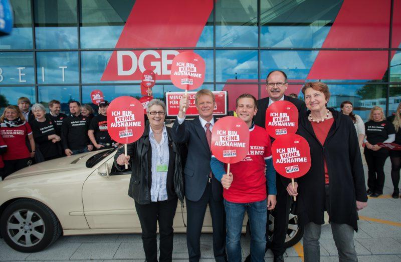 Der neue DGB-Bundesvorstand mit Mindestlohntaxi