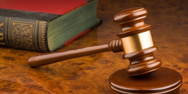 Richterhammer, Gericht, Gesetzbuch