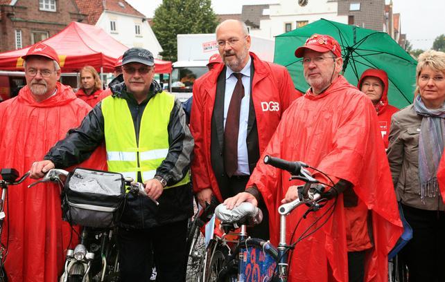 Ralden für den Mindestlohn: Start der Mindestlohn-Radtour durch den Norden mit, Franz-Josef Möllenberg, NGG-Vorsitzender