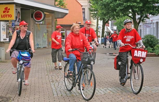 Mindestlohn-Radtour: Radler in Varel