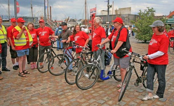 Mindestlohn-Radtour: Die Oldenburger und Ammerländer Tourteilnehmer in Bremerhaven
