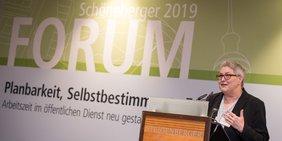 stellvertretende DGB-Vorsitzende Elke Hannack beim Schöneberger Forum 2019