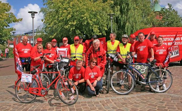 Die TeilnehmerInnen der Mindestlohn-Fahrradtour