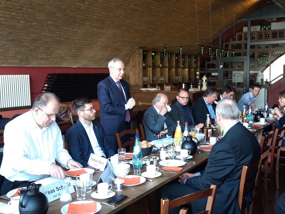 Michael Vassiliadis auf dem parlamentarischen Frühstück von DGB, IG BCE und ver.di