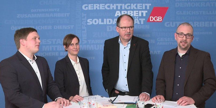 Daniel Schaufert (GdP), Micha Klapp (DGB), Stefan Körzell (DGB-Vorstand) und Timm Steinborn (DGB, Moderation) beim Mindestlohn Chat