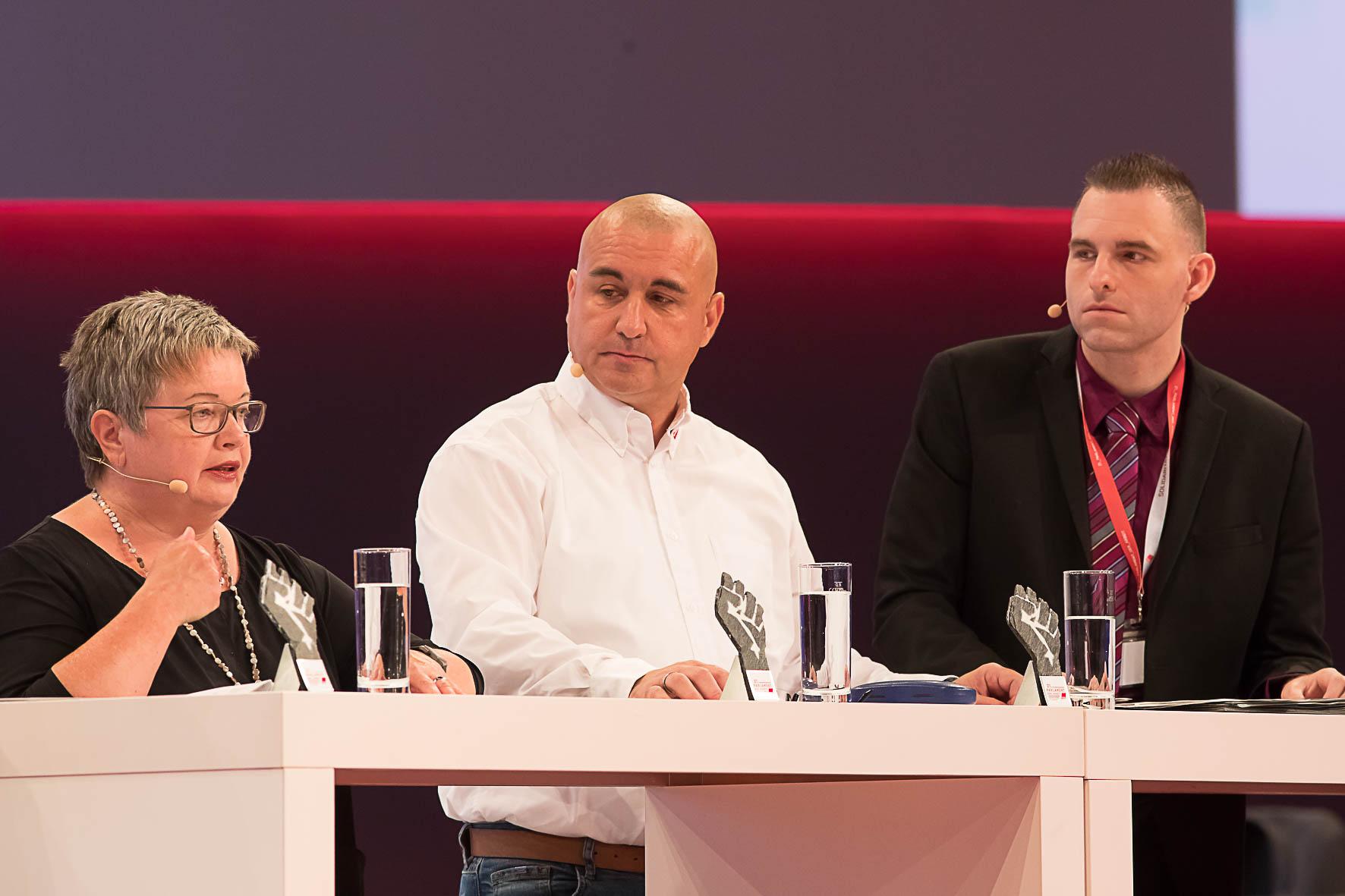 Stefanie Kalupke (Lehrerin, GEW), Erik Brumm (ver.di), Dennis Bitzer (EVG) im Gespräch