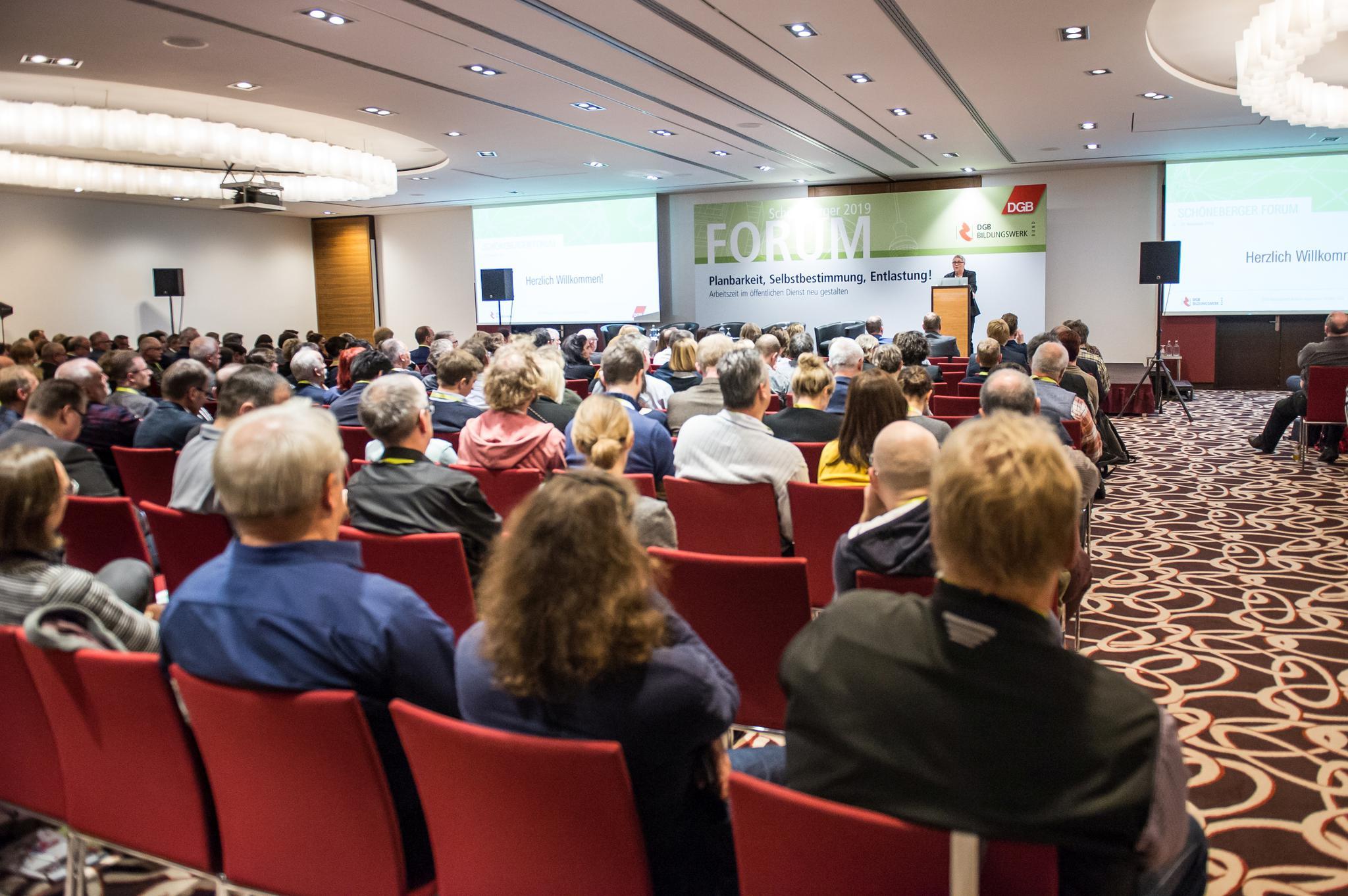 Voller Saal beim Schöneberger Forum 2019