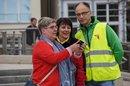 Die Gewerkschaft NGG macht mit einer Aktion an der Warnemünder Strandpromenade auf ihre Forderungen in der Tarifrunde Hotel- und Gaststättengewerbe Mecklenburg-Vorpommern aufmerksam.