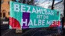 Die Kreis- und Stadtverbände des DGB in Berlin spannen am 25. März 2019 das Motto der Aktionswoche auf dem Leopoldplatz: Bezahlbar ist die halbe Miete.
