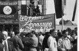 1952 kundgebung in Hanau: Plakat Wir fordern die Anpassung der Löhne