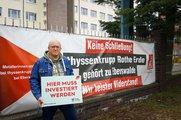 """Thyssenkrupp Rothe Erde mit """"Hier muss investiert werden""""-Schild"""