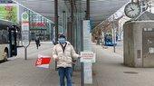 Zentraler Omnibus-Bahnhof Sindelfingen, Gewerkschafter mit Schild: Hier muss investiert werden