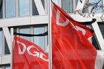 DGB-Flaggen mit Trauerflor