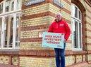 Frank Hornschu (DGB-Regionsgeschäftsführer Kiel) fordert mehr Investitionen in der Grundschule in der Legienstraße in Kiel