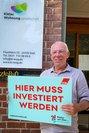 DGB-Vorsitzender der Region Kiel Frank Hornschu vor Kieler Wohnungsgesellschaft