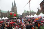 Hauptkundgebung auf dem Domshof in Bremen