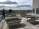DGB-Delegation fotografiert die Aussicht von der Dachterrasse