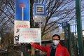 """Damian Warias von der DGB-Region Köln-Bonn fordert: """"Damit die Berufspendler*innen nicht in der Sackgasse enden, sondern weiter mit dem ÖPNV fahren können, muss der Park-and-Ride-Parkplatz in Schlebusch dringend umgebaut werden!"""""""