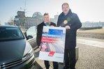 Fotoaktion gegen Autobahn-Privatisierungen vor dem Bundestag in Berlin, 13.2.2017