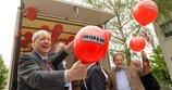 Michael Sommer mit Mindestlohnballon