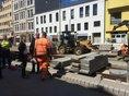 Stefan Körzell mit Kollegen der STRABAG und der IG BAU auf der Baustelle Hannover Steintor