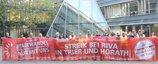 Für Tarifvertrag bei RIVA: DGB, IG Metall und RIVA-Beschäftigte bei einer Aktion vor dem Mainzer Landtag