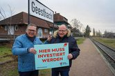 Uwe Polkaehn (Vorsitzender DGB Nord) und Heiko Schwerin (DGB Nord) setzen sich für eine schnelle Reaktivierung der Bahnverbindung Geesthacht-Hamburg ein.