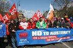 Gewerkschaftsvorsitzende mit dem Plakat: No to Austerity