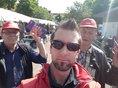 3 Kollegen des DGB-Ortsverbands Oer-Erkenschwick auf dem Wochenmarkt mit Europawahl-Flyern und Materialien.