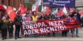 In Münster läuft die IG Metall-Jugend mit ihrem Plakat vorne mit dabei: Den Rechtsruck stoppen!