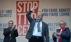 TTIP-Demo: DGB-Vorsitzender Reiner Hoffmann am 10.10. in Berlin auf der Bühne