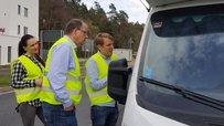 """Fotostrecke: Raststätten-Aktion von Stefan Körzell und """"Faire Mobilität"""" (3.4.18) - DGB-Vorstand Stefan Körzell im Lkw / mit Lkw-Fahrern"""