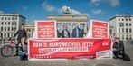 "DGB-Aktion ""Rente - Kurswechsel jetzt"" vor dem Brandenburger Tor"