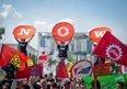 Alternativer Jugendgipfel-Kundgebung vor dem Kanzleramt
