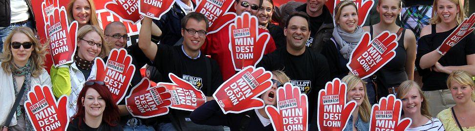 Gewerkschafterinnen und Gewerkschafter demonstrieren für den Mindestlohn